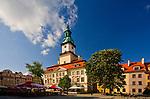 Ratusz i klasycystyczne kamienice na rynku, Jelenia Góra, Polska<br /> The town hall and classical tenements on the market place, Jelenia Góra, Poland