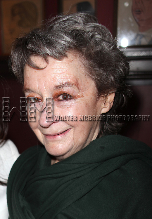 """Dori Berinstein receives the Commercial Theater Institute's Robert Whitehead Award for """"Outstanding Achievement in Commercial Theatre Producing"""" at Sardi's Restaurant in New York City.<br />March 10, 2009<br />pictured:Zoe Caldwell"""