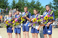 FIERLJEPPEN, WINSUM: FK Fierljeppen, v.l.n.r. Maureen Poiesz Sneek (meisjes) 15.18m, Gerard Hooisma Oudehaske (jongens) 15.93m, Sytse Bokma Hindeloopen (junioren) 19.91m, Hiske Galama Groningen (dames) 15.44m, Oane Galama Wiuwert (heren) 20.22m, ©foto Martin de Jong