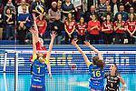 20.12.2017, Margon-Arena, Dresden, GER, DVV-Pokal Damen Halbfinale, Dresdner SC vs. SSC Palmberg Schwerin, im Bild<br /> <br /> <br /> Greta Szakmary (#1, SSC Palmberg Schwerin), Marie Schoelzel (#16, SSC Palmberg Schwerin), <br /> <br /> Foto &copy; nordphoto / Dostmann