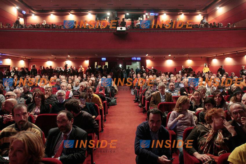 La platea.Roma 01/12/2012 Teatro Vittoria. Prima assemblea nazionale della campagna 'Cambiare si puo', noi ci siamo!', un movimento di associazioni, comunemente chiamato 'arancioni'..Photo Samantha Zucchi Insidefoto