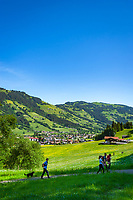 Austria, Tyrol, Westendorf (Tyrol): Hiking Village at Brixen Valley with Hohe Salve mountain, hikers | Oesterreich, Tirol, Westendorf (Tirol): Wanderdorf im Brixental, Wanderer unterwegs auf dem Wohlfuehlpfad