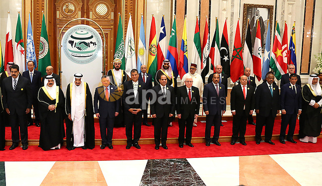 Presidents and Heads of State pose for an official photo at the Summit of South American-Arab Countries in Riyadh on November 10, 2015, as Arab leaders and top officials from South America converged on Saudi Arabia for a summit aiming to strengthen ties between the geographically distant but economically powerful regions. Photo by Egyptian President Office