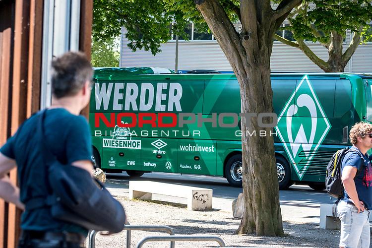 21.05.2020, wohninvest Weserstadion Trainingsplatz, Bremen, GER, Werder Bremen, Training, <br /> <br /> im Bild<br /> Mannschaftsbus von Werder Bremen<br /> <br /> Foto © nordphoto / Paetzel