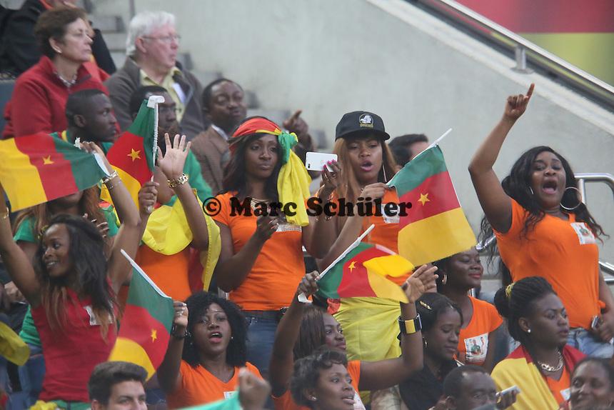 Fans aus Kamerun machen Stimmung - Deutschland vs. Kamerun, Mönchengladbach