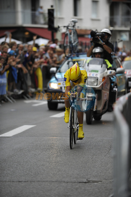 Race leader Yellow Jersey Alberto Contador (ESP) Astana approaches the finish line of Stage 18 of the Tour de France 2009 an individual time trial running 40.5km around Lake Annecy, France. 23rd July 2009 (Photo by Eoin Clarke/NEWSFILE)