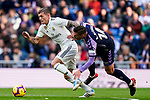 Toni Kroos of Real Madrid (L) fights for the ball with Ruben Alcaraz Jimenez of Real Valladolid during the La Liga 2018-19 match between Real Madrid and Real Valladolid at Estadio Santiago Bernabeu on November 03 2018 in Madrid, Spain. Photo by Diego Souto / Power Sport Images