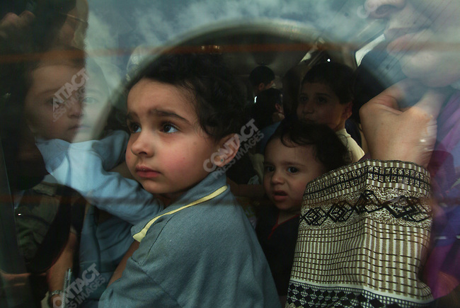Refugees fleeing Naher al Bahred refugee camp during ceasefire, Lebanon, May 23, 2007
