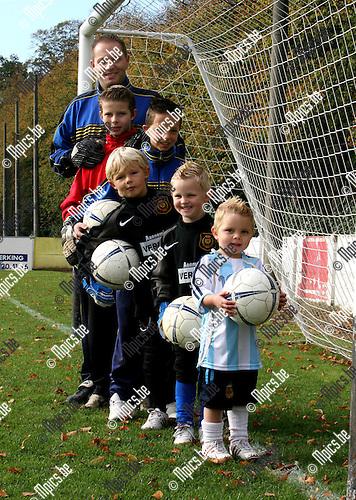 Sven De Laet met zijn keepende zoontjes.