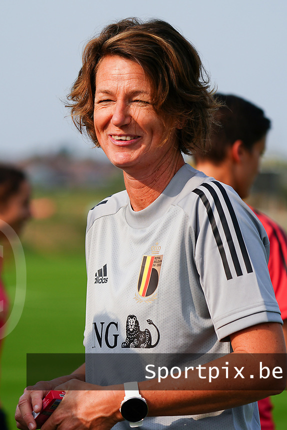 20200911 - TUBIZE , Belgium : Physiotherapist Fabienne Van de Steene pictured during a training session of the Belgian Women's National Team, Red Flames , on the 11th of September 2020 in Tubize. PHOTO SEVIL OKTEM | SPORTPIX.BE