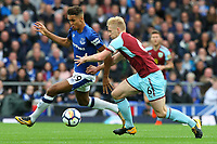 Dominic Calvert-Lewin of Everton and Ben Mee of Burnley during the Premier League match between Everton and Burnley at Goodison Park on October 1st 2017 in Liverpool, England. <br /> Calcio Everton - Burnley Premier League <br /> Foto Phcimages/Panoramic/insidefoto
