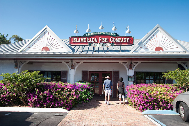 Islamorada Fish Company has fresh seafood on ice, as well as an outdoor restaurant.