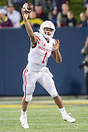 Annapolis, MD - OCT 8, 2016: Houston Cougars quarterback Greg Ward Jr. (1) throws a pass during game between Houston and Navy at Navy-Marine Corps Memorial Stadium Annapolis, MD. The Midshipmen upset #6 Houston 46-40. (Photo by Phil Peters/Media Images International)