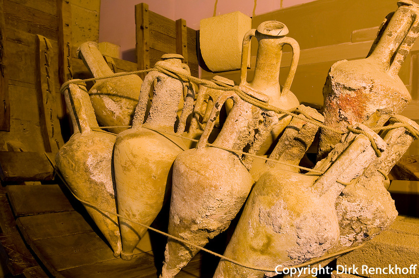Nordzypern, Schiffswrackmuseum in der Burg von Girne (Keryneia, Kyrenia), Ladung eines Schiffes aus dem 3. Jh. vor Chr.