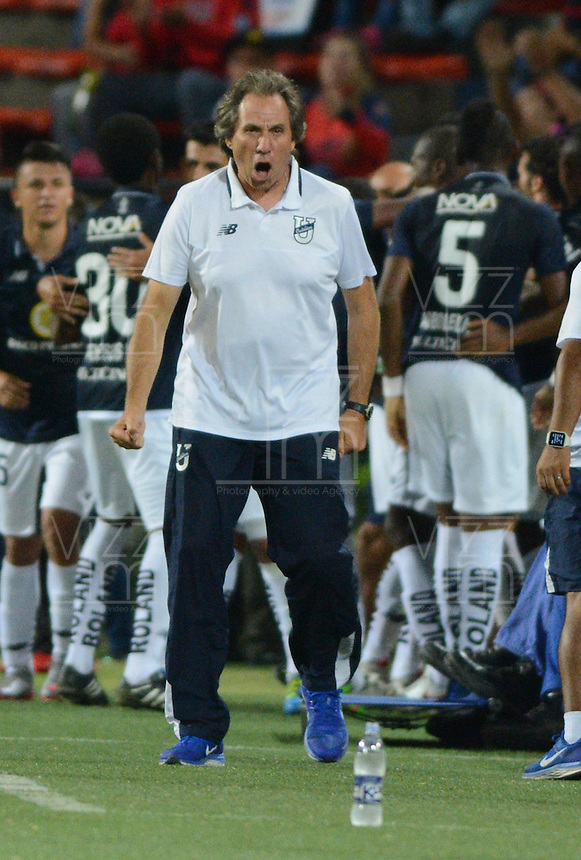 MEDELLIN-COLOMBIA, 10-08-2016. Jorge  Celico  director técnico  de La Universidad Católica de Ecuador celebra su gol contra el Medellín  durante el encuentro de La Copa Sudamericana  disputado en el estadio Atanasio Girardot./ Jorge Celico coach  of Universidad Catolica de Ecuador celebrates his goal against of Medellin  match for Sudamericana Cup 2016 played at Atanasio Girardot stadium . Photo:VizzorImage / León Monsalve / Contribuidor