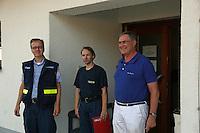 MdB Franz-Josef Jung besucht den THW in Groß-Gerau und lässt sich von Henning Müller (Leiter SEELift, THW OV Groß-Gerau) herumführen