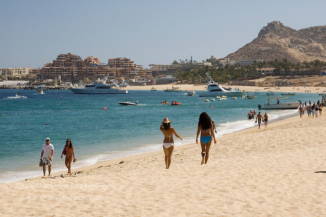 Tourists walking on the beach (playa), Cabo San Lucas, Baja California, Mexico