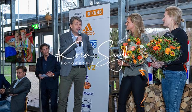 VOGELENZANG -  Carlien Dirkse van den Heuvel (Ned) en Kitty van Male namen  afscheid van Oranje, met KNHB directeur Erik Gerritsen.  . Spelerslunch KNHB 2019. (Ned)   COPYRIGHT KOEN SUYK