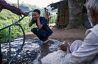 INDIA, state Madhya Pradesh, Narmada river and dams, tribal village Domkhedi, tube shower for writer Arundhati Roy / INDIEN, Narmada Fluss und Staudaemme, Dorf Domkhedi, Schlauch Dusche fuer Schriftstellerin Arundhati Roy
