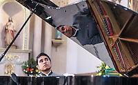 Luis Juarez_ Pianista