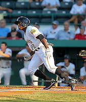 May 27, 2010: Outfielder Quincy Latimore of the Bradenton Marauders, Florida State League Class-A affiliate of the Pittsburgh Pirates, during a game at McKenhnie Field in Bradenton Fl. Photo by: Mark LoMoglio/Four Seam Images