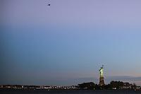 JERSEY CITY, NJ, ESTADOS UNIDOS, 11.11.2016 - TURISMO-EUA - Vista da Estatua da Liberdade a partir de Jersey CIty nesta sexta-feira, 11. (Foto: William Volcov/Brazil Photo Press)