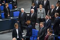 Der Bundestag erinnert am Donnerstag  den 31. Januar 2019 in einer Gedenkstunde an die Opfer des Nationalsozialismus. Der israelische Historiker Saul Friedlaender hielt die Hauptrede. Der 1932 geborene Friedlaender ueberlebte den Holocaust im Versteck. Seine Eltern wurden in Auschwitz ermordet. Friedlaender forschte vor allem zur Geschichte des Nationalsozialismus und zum Schicksal der europaeischen Juden.<br /> Der Bundestag gedenkt traditionell zum Holocaust-Gedenktag der Millionen Opfer des Nazi-Regimes. Am 27. Januar 1945 befreiten Soldaten der Roten Armee das Vernichtungslager Auschwitz.<br /> Im Bild: Foto v.li.: Friedlaender, Bundespraesident Frank-Walter Steinmeier, dahinter li. seine Ehefrau Elke Buedenbender, re. daneben Bundeskanzlerin Angela Merkel).<br /> 31.1.2019, Berlin<br /> Copyright: Christian-Ditsch.de<br /> [Inhaltsveraendernde Manipulation des Fotos nur nach ausdruecklicher Genehmigung des Fotografen. Vereinbarungen ueber Abtretung von Persoenlichkeitsrechten/Model Release der abgebildeten Person/Personen liegen nicht vor. NO MODEL RELEASE! Nur fuer Redaktionelle Zwecke. Don't publish without copyright Christian-Ditsch.de, Veroeffentlichung nur mit Fotografennennung, sowie gegen Honorar, MwSt. und Beleg. Konto: I N G - D i B a, IBAN DE58500105175400192269, BIC INGDDEFFXXX, Kontakt: post@christian-ditsch.de<br /> Bei der Bearbeitung der Dateiinformationen darf die Urheberkennzeichnung in den EXIF- und  IPTC-Daten nicht entfernt werden, diese sind in digitalen Medien nach &sect;95c UrhG rechtlich geschuetzt. Der Urhebervermerk wird gemaess &sect;13 UrhG verlangt.]