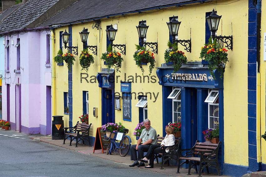 Ireland, County Wicklow, Avoca: Fitzgerald's Irish pub, set in a fictional village called Ballykissangel featured in BBC TV series from 1996 to 2001   Irland, County Wicklow, Avoca: Fitzgerald's Irish pub, bekannt aus der BBC TV Serie Ballykissangel, die von 1996 bis 2001 in UK ausgestrahlt wurde
