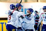 Stockholm 2013-03-05 Bandy SM-semifinal 2 , Hammarby IF - Edsbyns IF :  .Edsbyn 17 Mattias Hammarström gratuleras av lagkamrater efter 2-0.(Byline: Foto: Kenta Jönsson) Nyckelord:  jubel glädje lycka glad happy