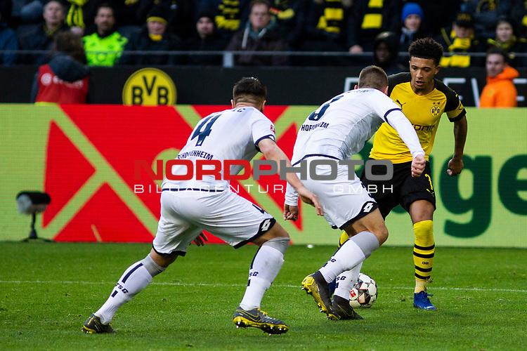 09.02.2019, Signal Iduna Park, Dortmund, GER, 1.FBL, Borussia Dortmund vs TSG 1899 Hoffenheim, DFL REGULATIONS PROHIBIT ANY USE OF PHOTOGRAPHS AS IMAGE SEQUENCES AND/OR QUASI-VIDEO<br /> <br /> im Bild | picture shows:<br /> Jadon Sancho (Borussia Dortmund #7) setzt sich gegen zwei Hoffenheimer durch,  <br /> <br /> Foto © nordphoto / Rauch