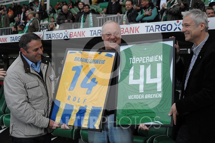 25.09.2010, Weserstadion, Bremen, GER, 1. FBL, Werder Bremen vs Hamburger SV, im Bild Klaus Allofs (links), Rolf Töpperwien (Mitte), Tino Polster (rechts)   Foto © nph / Frisch