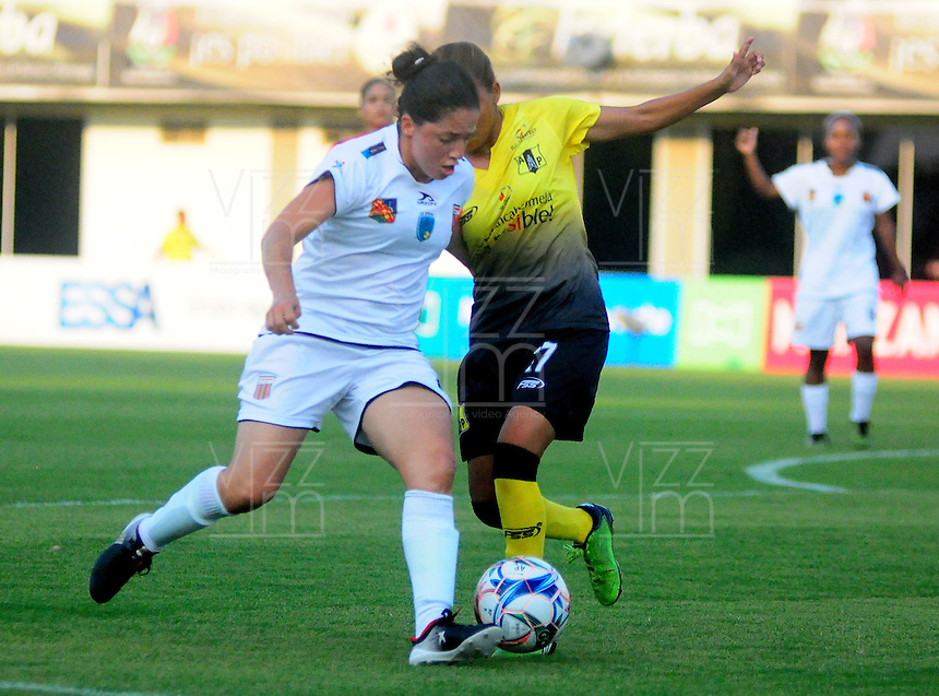 BARRANCABERMEJA -COLOMBIA, 01-03-2017:  Alianza Petrolera y Envigado Fc en partido por la fecha 2 de la Liga Femenina Aguila 2017 disputado en el estadio Daniel Villa Zapata de la ciudad de Barrancabermeja. / Alianza Petrolera and Envigado FC in match for the date 2 of the Women's Aguila League 2017 played at Daniel Villa Zapata stadium in Barrancabermeja city. Photo: VizzorImage / Jose Martinez / Cont