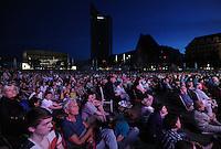 Klassik airLEBEN mit Gewandhausorchester unter Leitung von Riccardo Chailly auf dem Augustusplatz Leipzig - im Bild: der Augustplatz war bis zum Gewandhaus gefüllt mit Zuhörern.  Foto: Norman Rembarz