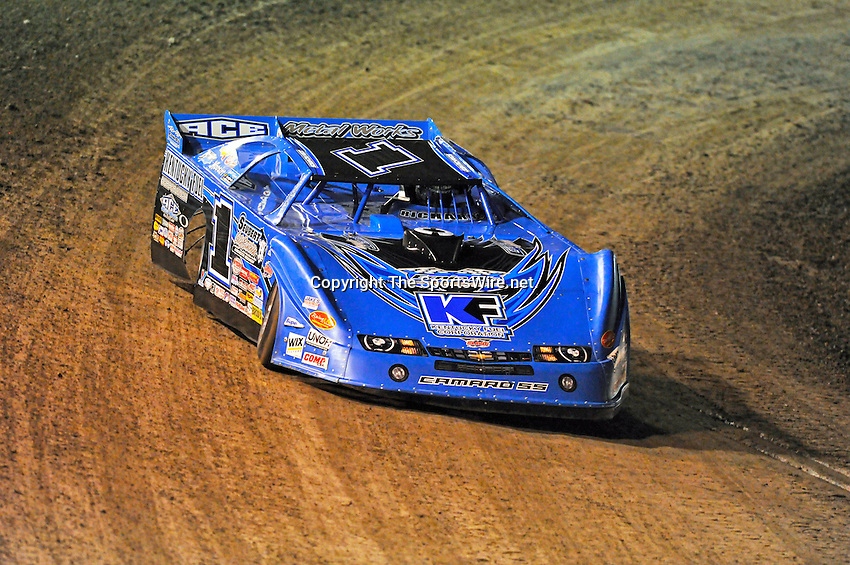 Feb 17, 2011; 7:06:43 PM;  Barberville, FL, USA;  World of Outlaws Late Model Series for the 40th Annual DIRTcar Nationals by UNOH at Volusia Speedway Park.  Mandatory Credit: (thesportswire.net)