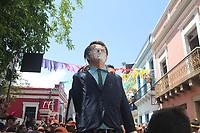 Recife - PE, 24/02/2020 - Carnaval-Olinda - O desfile dos bonecos gigantes agitou as ruas do Sitio Historico de Olinda, na manha desta segunda-feira (24). Ao todo, 100 personagens fizeram a alegria de muitos turistas, encantados com a criatividade das figuras. Bonecos representaram desde personalidade politicas internacionais ate figuras populares brasileiras, mas uma vez o boneco do Presidente Jair Bolsonaro (Alianca pelo Brasil) foi bastante hostilizado pelo publico e precisou ser escoltado pela policia ao longo do trajeto.. Foto: Pedro de Paula/Codigo 19 (Foto: Pedro De Paula/Codigo 19/Codigo 19)