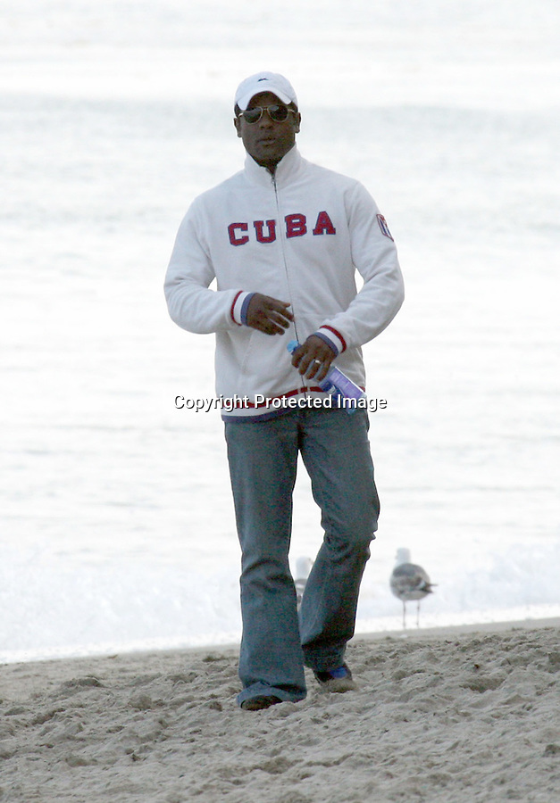 .5-10-09 Exclusive.2009 Golden Globe winner Blair Underwood walking to the beach with his family on. Mothers day in Malibu ca ..AbilityFilms@yahoo.com.805-427-3519.www.AbilityFilms.com.