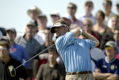 July 19, 2003: SCOTT McCARRON (USA) looks into the distance after driving from the 4th tee, The Open Championship, Royal St George's Golf Club Photo: Neil Tingle/Action Plus...British 2003 golf golfer golfers 030719 tees teeing off.wood