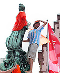 21 June 2006: An Argentina fan steals an orange helmet that Holland fans had placed on the statue in Frankfurt's town square. The Netherlands played Argentina at Commerzbank Arena in Frankfurt, Germany in match 37, a Group C first round game, of the 2006 FIFA World Cup.
