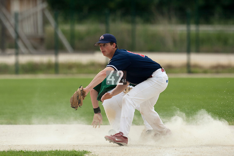 22 May 2009: Anthony Piquet of La Guerche eyes the ball during the 2009 challenge de France, a tournament with the best French baseball teams - all eight elite league clubs - to determine a spot in the European Cup next year, at Montpellier, France.