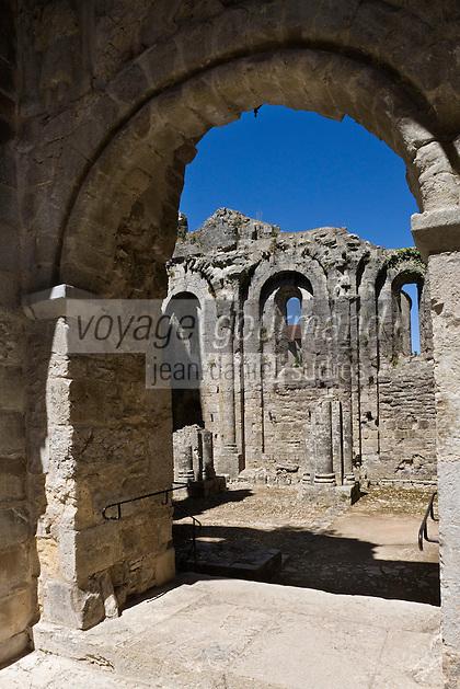 Europe/France/Midi-Pyrénées/46/Lot/Marcilhac-sur-Célé: Ruines romanes de l'ancienne  abbatiale L'ancienne nef romane est à ciel ouvert