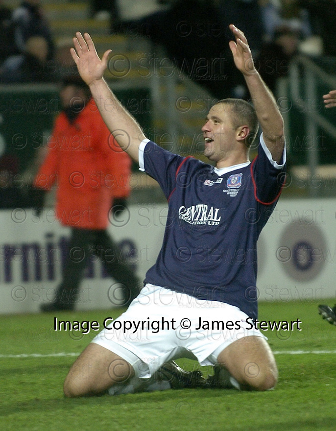 29/12/2007    Copyright Pic: James Stewart.File Name : sct_jspa13_falkirk_v_hearts.MICHAEL HIGDON CELEBRATES AFTER HE SCORES FALKIRK'S WINNER.James Stewart Photo Agency 19 Carronlea Drive, Falkirk. FK2 8DN      Vat Reg No. 607 6932 25.Office     : +44 (0)1324 570906     .Mobile   : +44 (0)7721 416997.Fax         : +44 (0)1324 570906.E-mail  :  jim@jspa.co.uk.If you require further information then contact Jim Stewart on any of the numbers above.........