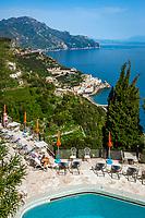 Italien, Kampanien, Pogerola oberhalb Amalfi: Hotel Excelsior Pool mit Blick auf Amalfi | Italy, Campania, Pogerola above Amalfi: Hotel Excelsior pool with view towards Amalfi