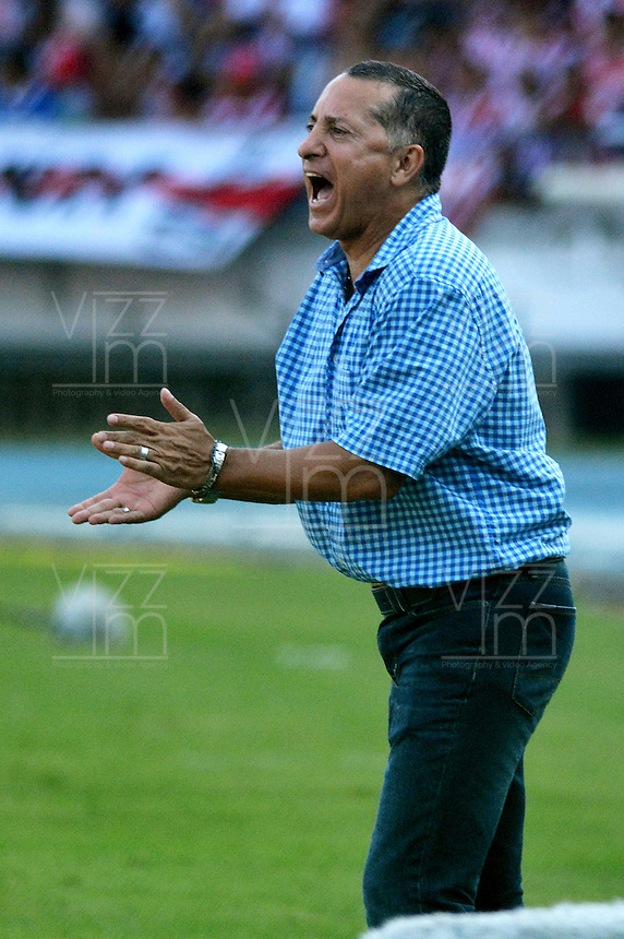 BARRANQUIILLA -COLOMBIA-28-02-2016: Carlos Navarrete técnico de Jaguares FC gesticula durante partido con Atlético Junior por la fecha 7 de la Liga Águila I 2016 jugado en el estadio Metropolitano Roberto Meléndez de la ciudad de Barranquilla./ Carlos Navarrete coach of Jaguares FC gestures during match against Atletico Junior for the date 7 of the Aguila League I 2016 played at Metropolitano Roberto Melendez stadium in Barranquilla city.  Photo: VizzorImage/ Alfonso Cervantes /Cont