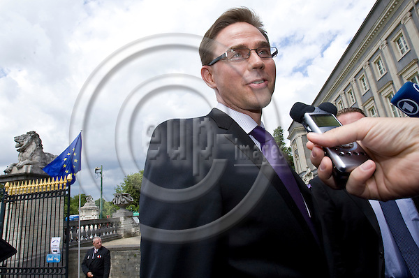 BRUSSELS  -  BELGIUM  - 23 JUNE 2011 --  European People's Party (EPP) leaders Summit. -- Jyrki KATAINEN, Prime Minister of Finland arriving to the meeting and having a quick word with the press.  -- PHOTO: Juha ROININEN /  EUP-IMAGES.23062011 HSTA