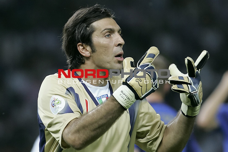 FIFA WM 2006 - Final / Finale<br /> Play #64 (09-Jul) - Italy vs France.<br /> <br /> BUFFON Gianluigi (GK)<br /> <br /> Italy is World Champion / Weltmeister 2006 mit dem Pokal / Trophy after the match of the World Cup in Berlin.<br /> <br /> <br /> Foto &copy; nordphoto