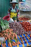 MADAGASCAR, Mananjary, vegetable market, onion, carot, tomato / MADAGASKAR Mananjary, Gemuese Markt
