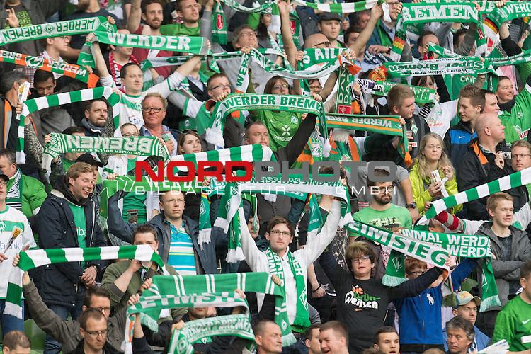 02.05.2016, Weserstadion, Bremen, GER, 1.FBL, Werder Bremen vs VfB Stuttgart, <br /> <br /> im Bild / picture shows<br /> Fans von Werder Bremen mit hochgestreckten Fan-Schals,  <br /> <br /> Foto &copy; nordphoto / Ewert