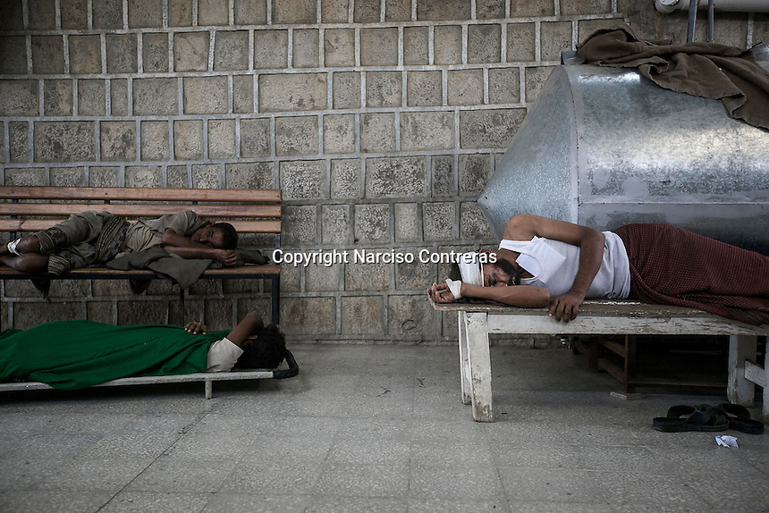 July 05, 2015 - Hajjah, Yemen: Civilians lay at the entrance of Jamhoony hospital in Hajjah city after they arrived from Harad, a border town where a fighter jet of the Saudi-led coalition dropped a bomb over a market place killing 30 and leaving 67 severely wounded. (Photo/Narciso Contreras)