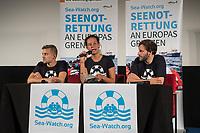 """Pressekonferenz der zivilen Seenotrettungsorganisation Sea-Watch am 2. Juli 2019 in Berlin, nachdem die Kapitaenin des Rettungsschiff """"Sea-Watch 3"""", Carola Rackete, in Italien festgenommen wurde. Die Kapitaenin hatte am 29. Juni gegen den Willen der italienischen Regierung auf der Mittelmeerinsel Lampedusa, mit 40 aus Seenot geretteten Fluechtlingen, im Hafen angelegt und war daraufhin festgenommen worden.<br /> Im Bild vlnr.: Chris Grodotzki, Medienkoordinator an Bord der Sea Watch-3; Marie Naass, politische Sprecherin von Sea-Watch; Ruben Neugebauer, Pressesprecher von Sea-Watch.<br /> 2.7.2019, Berlin<br /> Copyright: Christian-Ditsch.de<br /> [Inhaltsveraendernde Manipulation des Fotos nur nach ausdruecklicher Genehmigung des Fotografen. Vereinbarungen ueber Abtretung von Persoenlichkeitsrechten/Model Release der abgebildeten Person/Personen liegen nicht vor. NO MODEL RELEASE! Nur fuer Redaktionelle Zwecke. Don't publish without copyright Christian-Ditsch.de, Veroeffentlichung nur mit Fotografennennung, sowie gegen Honorar, MwSt. und Beleg. Konto: I N G - D i B a, IBAN DE58500105175400192269, BIC INGDDEFFXXX, Kontakt: post@christian-ditsch.de<br /> Bei der Bearbeitung der Dateiinformationen darf die Urheberkennzeichnung in den EXIF- und  IPTC-Daten nicht entfernt werden, diese sind in digitalen Medien nach §95c UrhG rechtlich geschuetzt. Der Urhebervermerk wird gemaess §13 UrhG verlangt.]"""