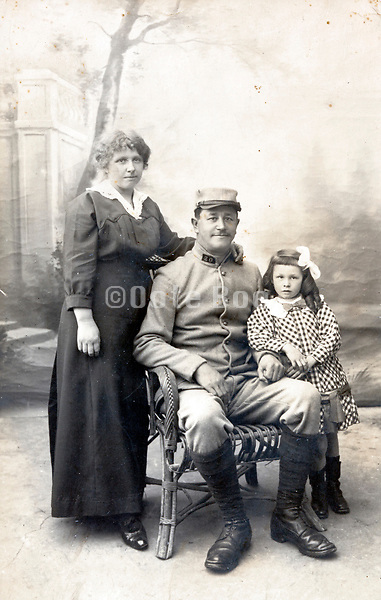 soldiers family portrait ww1 period France